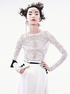 xiao-wen-ju-by-sharif-hamza-for-vogue-china-june-2015-1.thumb.jpg.06011aaf146114bd58ae7b5a0884770a.jpg