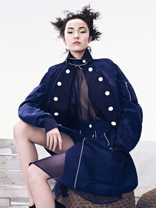 xiao-wen-ju-by-sharif-hamza-for-vogue-china-june-2015-7.thumb.jpg.a68d1ba761a320e7cf530bc762610786.jpg