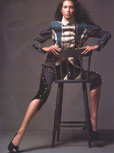 Vogue Italia (October 2005) - Latest News - 003.jpg