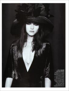 Vogue Spain (November 2001) - Blue Velvet - 002.jpg