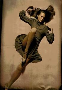 ARCHIVIO - Vogue Italia (November 2004) - Lookable Legs - 004.jpg
