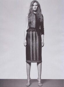 Romina Lanaro VOGUE Espana December 2004 'vuelve el cardigan' ph-Max Cardelli 007.jpg