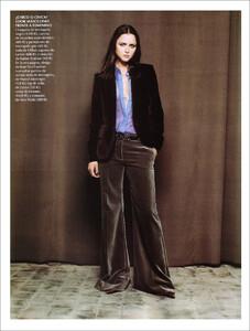 Vogue Spain (November 2001) - Blue Velvet - 005.jpg