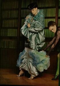 ARCHIVIO - Vogue Italia (December 2004) - Dress Up - 009.jpg