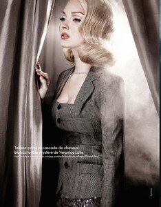 Elle France #3360 (May 21, 2010) - Lily Cole - 003.jpg
