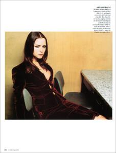 Vogue Spain (November 2001) - Blue Velvet - 003.jpg