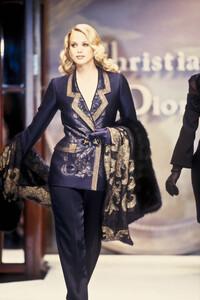 1698108165_Dior-hc-fw-1993(5).thumb.jpg.34b45535166623b4f93e2367d829032f.jpg