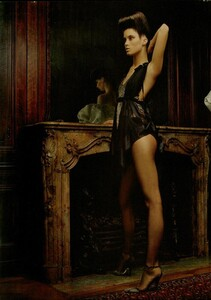 ARCHIVIO - Vogue Italia (December 2004) - Dress Up - 005.jpg