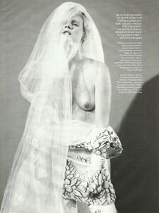 Vogue Russia (December 2006) - Cabaret - 009.jpg