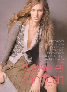 Romina Lanaro VOGUE Espana December 2004 'vuelve el cardigan' ph-Max Cardelli 001.jpg
