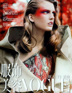 Vogue China (January 2009) - Red Fever - 001.jpg
