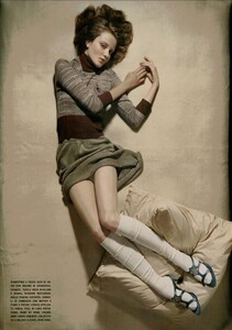ARCHIVIO - Vogue Italia (November 2004) - Lookable Legs - 007.jpg