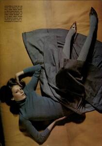 ARCHIVIO - Vogue Italia (November 2004) - Lookable Legs - 005.jpg