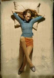 ARCHIVIO - Vogue Italia (November 2004) - Lookable Legs - 002.jpg