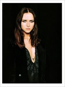 Vogue Spain (November 2001) - Blue Velvet - 010.jpg