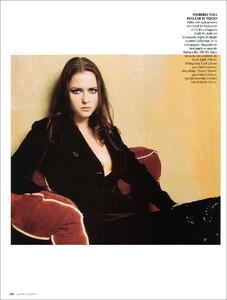 Vogue Spain (November 2001) - Blue Velvet - 009.jpg