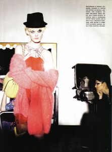 Vogue Italia (August 2008) - The Fun And The Chic - 012.jpg
