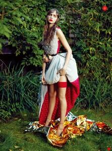 Vogue Korea (December 2012) - Flower Girl - 005.jpg