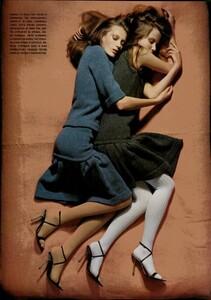 ARCHIVIO - Vogue Italia (November 2004) - Lookable Legs - 009.jpg