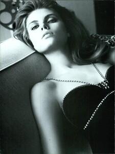 ARCHIVIO - Vogue Italia (May 2007) - Starry Evening Looks - 007.jpg
