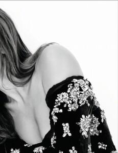 Elle France #3432 (October 07, 2011) - Alerte A La Bombe - 002.jpg