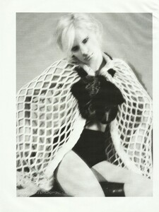 Vogue Russia (December 2006) - Cabaret - 008.jpg