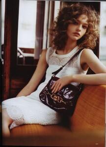 Vogue UK (April 2006) - The Shining - 008.jpg