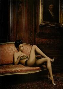 ARCHIVIO - Vogue Italia (December 2004) - Dress Up - 007.jpg