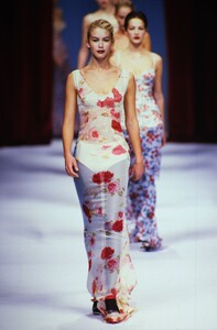 684070033_dolce-gabbana-fall-1996(18).thumb.jpg.11f7947a5ce9a9f5da25870764a24112.jpg