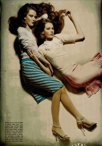 ARCHIVIO - Vogue Italia (November 2004) - Lookable Legs - 003.jpg
