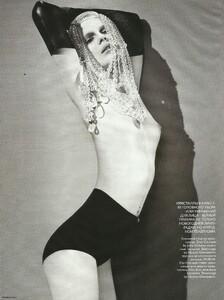 Vogue Russia (December 2006) - Cabaret - 004.jpg