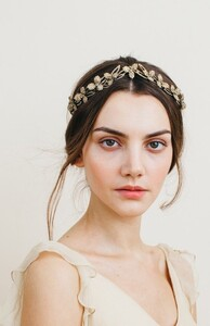 Crowning Glory - The Return of the Bridal Tiara _ weddingsonline.jpeg