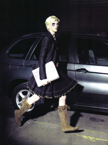 Vogue Italia (August 2008) - The Fun And The Chic - 002.jpg