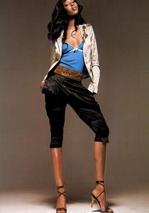 Bringheli_Vogue_Italia_February_2005_04.thumb.png.23109543bb4c1a472e0959021d5dffb9.png