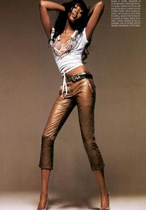 Bringheli_Vogue_Italia_February_2005_08.thumb.png.0c0983c83f0fd4e1e9abe23b0f38503e.png