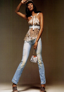 Bringheli_Vogue_Italia_February_2005_09.thumb.png.1b5d2e6b9a331ce5480c07928245c71c.png