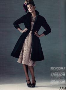 Lubomirski_Vogue_Germany_September_2010_05.thumb.jpg.2823bb6de4c60101654414db78f7efb3.jpg