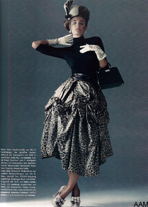 Lubomirski_Vogue_Germany_September_2010_08.thumb.jpg.a8d96d2f281dd1e4e1fa8a56e24f909a.jpg