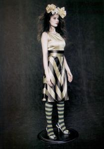 Roversi_Vogue_Italia_February_2005_03.thumb.png.ca5c41f4d658357e766428be4facc4b6.png