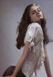 Slijper_Vogue_Italia_February_2005_02.thumb.png.16cb67bfa244d803012b19d371fe5adb.png