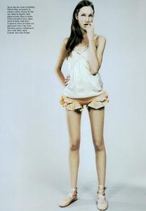 Slijper_Vogue_Italia_February_2005_03.thumb.png.21e65c97c1bba5933f3697048fe6f11c.png