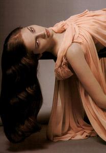 Slijper_Vogue_Italia_February_2005_06.thumb.png.98bc675d027314d42b0dfb3bac438e82.png