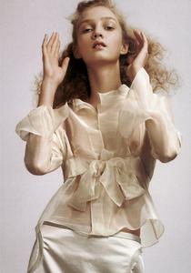 Slijper_Vogue_Italia_February_2005_10.thumb.png.3c446482113810b49bd813c348a48360.png