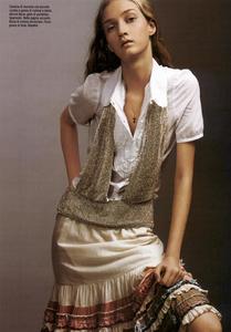 Slijper_Vogue_Italia_February_2005_12.thumb.png.0fc1b83ce3d7791265c96fccaed85d4a.png