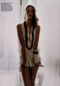 Slijper_Vogue_Italia_February_2005_17.thumb.png.58f18496afee669ac66a8f65bebad64c.png