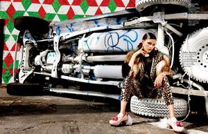 buerony - Elle Italia (March 2010) - Graffiti Art - 005.jpg