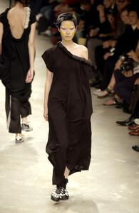 Yohji+Yamamoto+Spring+2002+3DeGCry_IC5x.jpg