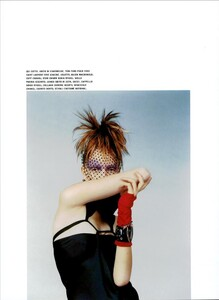 ARCHIVIO - Vogue Italia (December 2003) - The Night Of Great Shapes - 006.jpg
