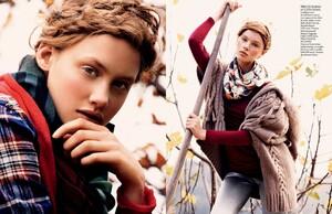 buerony - Elle Italia (December 2008) - Country Club - 006.jpg
