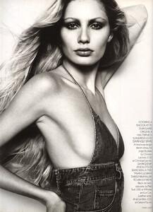 Hom_UK_Vogue_April_1997_03.thumb.jpg.b6ea72a257876b75e1d695759e25bad7.jpg